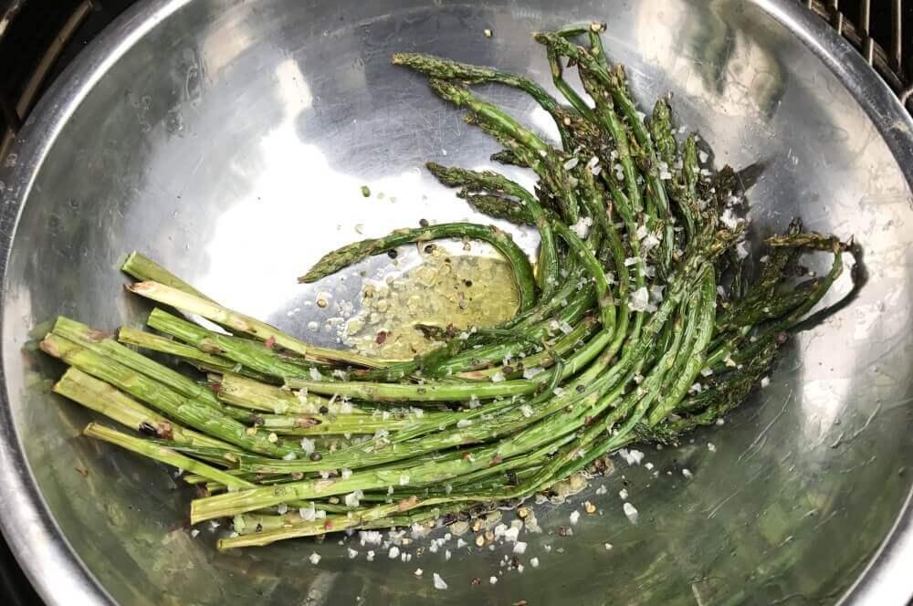 grüner spargel-Gruener Spargel Grill Parmesan 04-Grüner Spargel vom Grill mit Parmesan