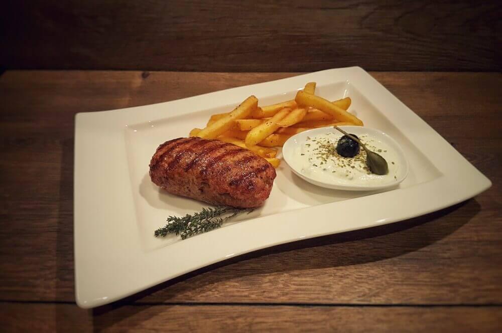 Bifteki bifteki-Bifteki mit Schafskaese 04-Bifteki – Griechische Frikadellen mit Schafskäse-Füllung