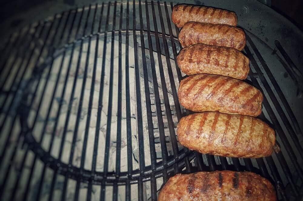 Hackfleisch mit Feta bifteki-Bifteki mit Schafskaese 05-Bifteki – Griechische Frikadellen mit Schafskäse-Füllung