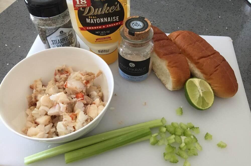 Zutaten Lobster Rolls lobster roll-Lobster Roll Hummerbroetchen 03-Lobster Roll – Gegrillter Langustenschwanz im Brötchen