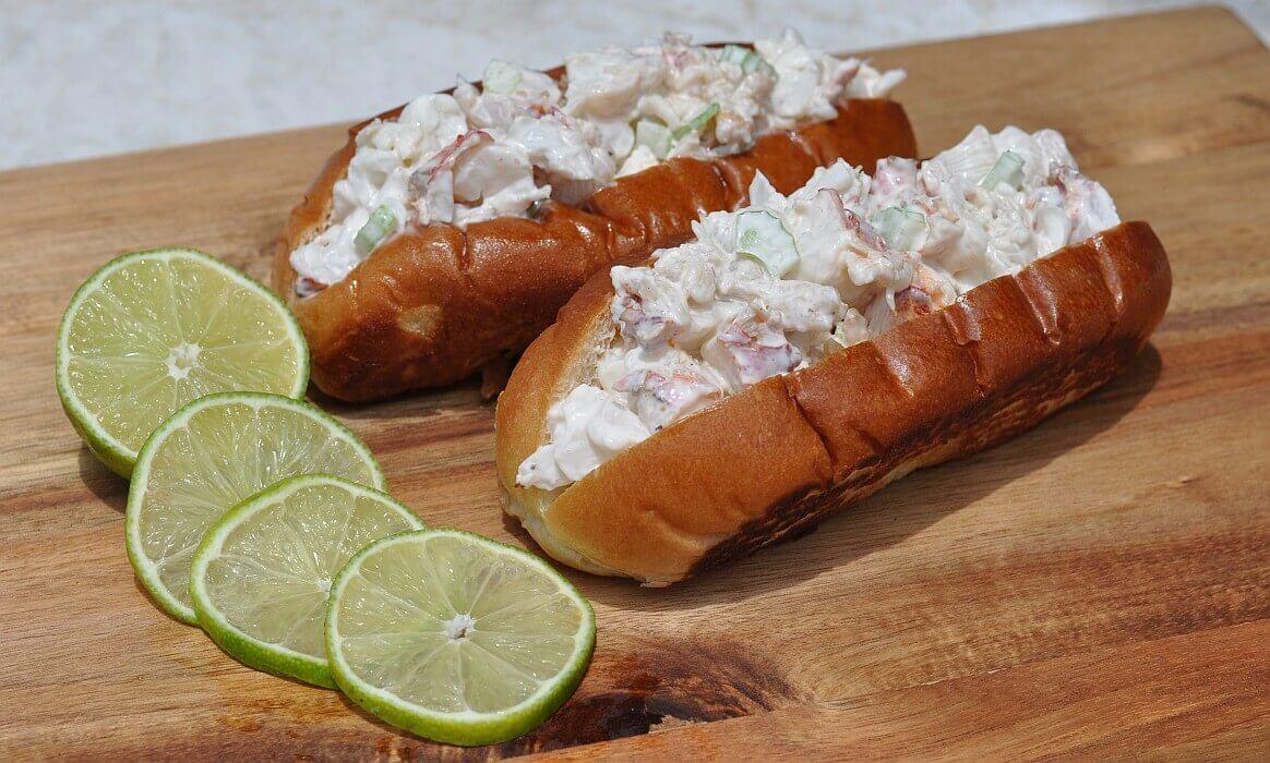 Hummerbrötchen lobster roll-Lobster Roll Hummerbroetchen-Lobster Roll – Gegrillter Langustenschwanz im Brötchen lobster roll-Lobster Roll Hummerbroetchen-Lobster Roll – Gegrillter Langustenschwanz im Brötchen