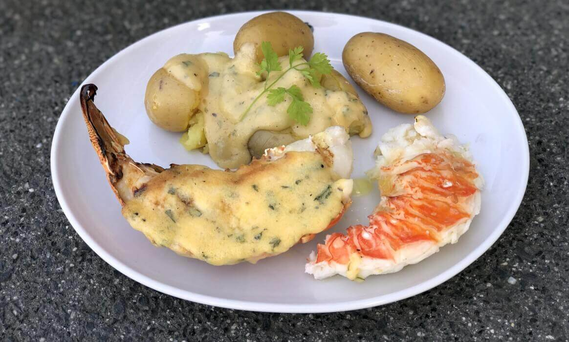 Parmesan-Hollandaise parmesan-hollandaise-Gegrillte Langustenschwaenze Parmesan Hollandaise-Gegrillte Langustenschwänze mit Parmesan-Hollandaise