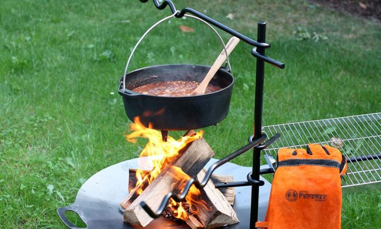 Petromax Feueranker fa1 – Die multifunktionale Lagerfeuer-Kochstelle