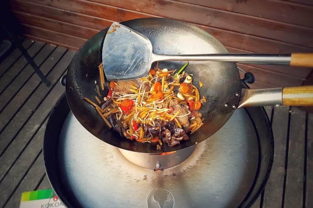 Asiatisches Rinderfilet asiatische rinderfiletstreifen-Asiatische Rinderfiletstreifen Wok 03-Asiatische Rinderfiletstreifen mit Gemüse und Cashews aus dem Wok