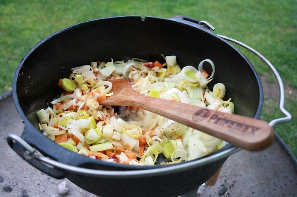 Rouladen im Feuertopf rinderrouladen-Rouladen Rinderrouladen Dutch Oven Feuertopf 05-Rinderrouladen aus dem Dutch Oven