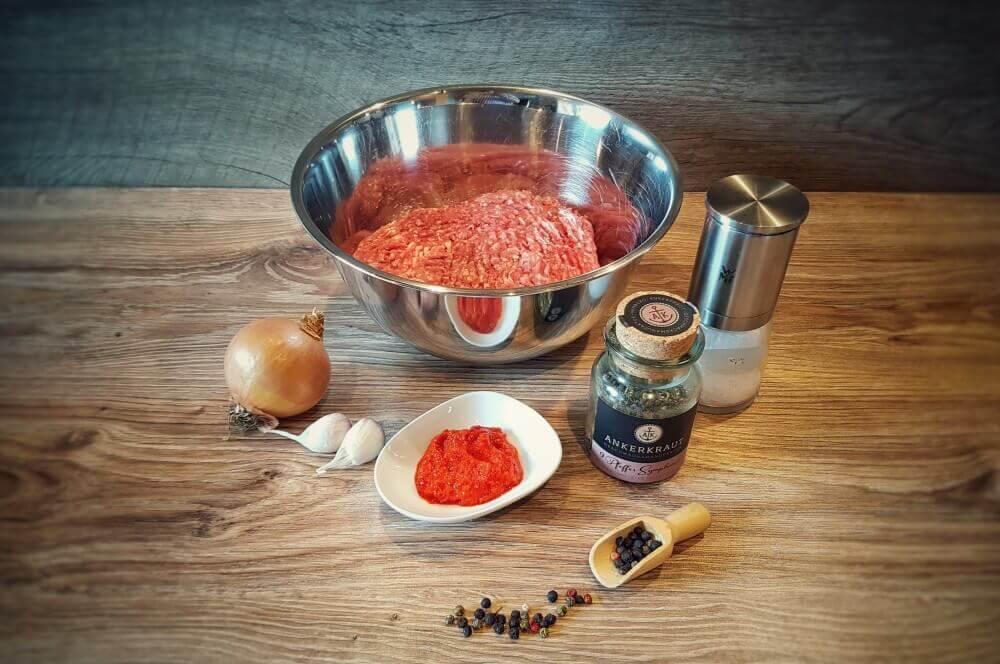 Zutaten für Ćevapčići Ćevapčići-Cevapcici vom Grill 01-Ćevapčići vom Grill – Rezept für Balkan-Hackfleischröllchen