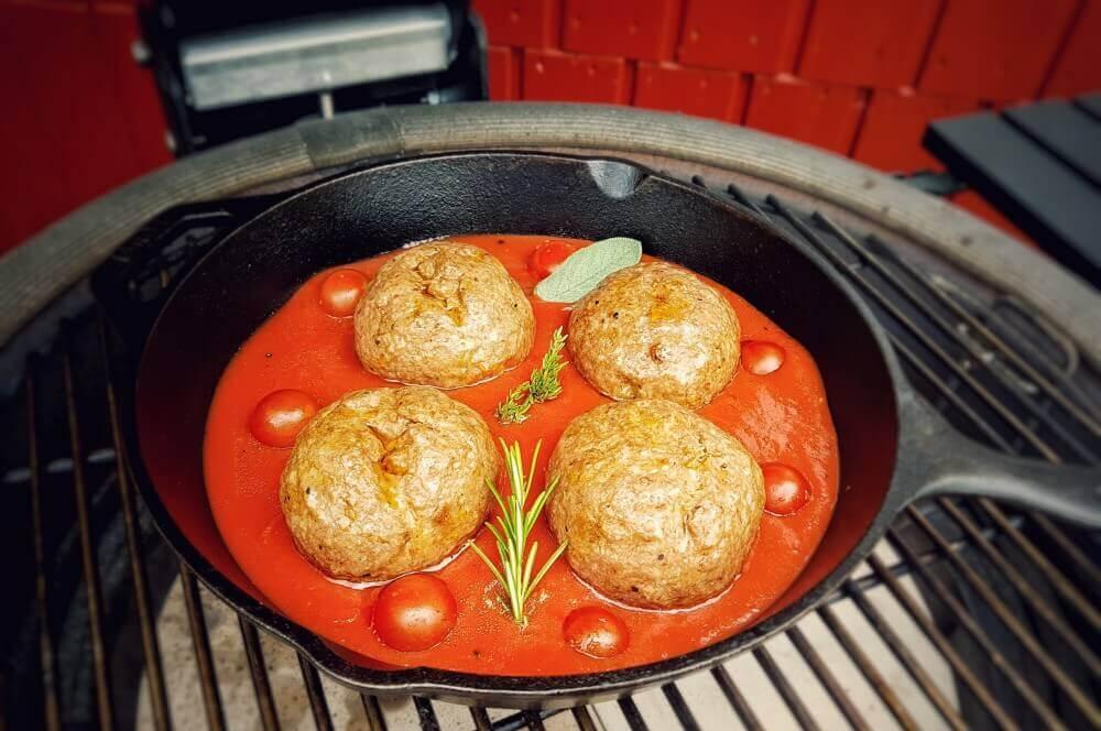 Italienische Fleischbällchen italienische fleischbällchen-Italienische Fleischbaellchen Spaghetti Kraeuterbutter Kerrygold 04-Italienische Fleischbällchen mit Spaghetti-Kräuterbutter-Füllung