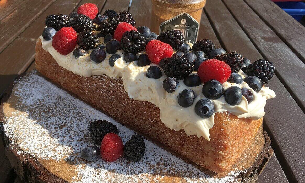 Zitronenkuchen mit Waldfrüchten zitronenkuchen-Zitronenkuchen Kastenform-Zitronenkuchen mit Mascarpone-Waldfrucht-Topping