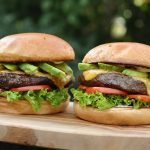 avocado-cheeseburger-Avocado Cheeseburger 04 150x150-Avocado-Cheeseburger mit Wagyu-Beef und Chili-Cheddar