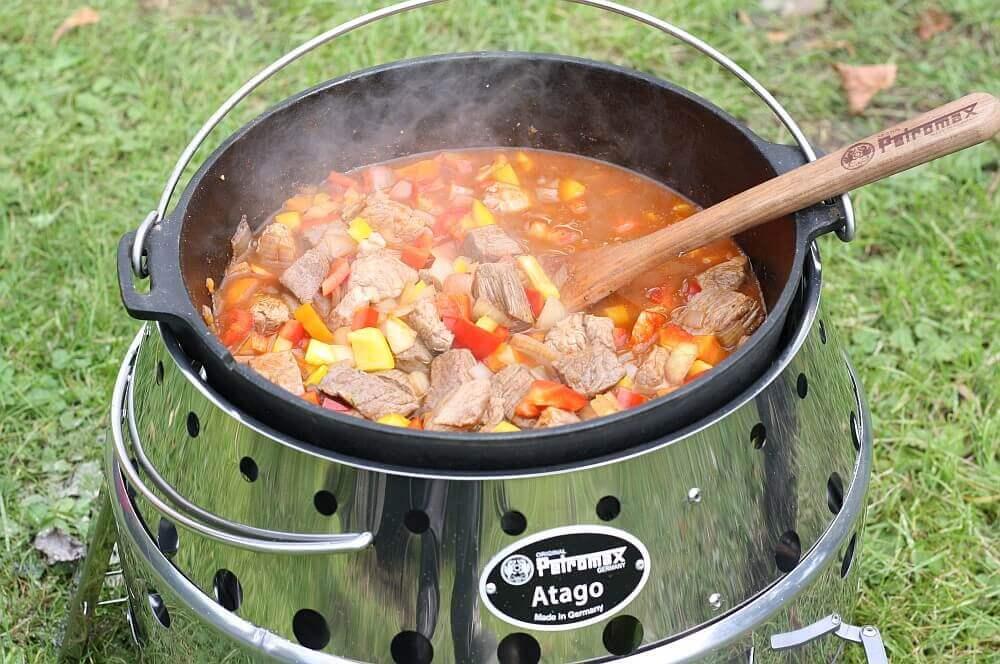 Gulasch im Feuertopf gulasch-Gulasch Feuertopf Dutch Oven 03-Gulasch aus dem Feuertopf – Dutch Oven Gulasch