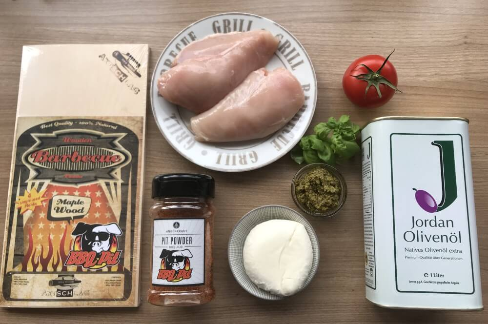BBQPit Einmal-Grillplanke hähnchenbrust caprese-Haehnchenbrust Caprese Tomate Mozzarella Planke 01-Hähnchenbrust Caprese mit Tomate & Mozzarella