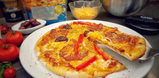 bbqpit.de das grill- und bbq-magazin - grillblog & grillrezepte-Salami Pizza vom Grill 533x261-BBQPit.de das Grill- und BBQ-Magazin – Grillblog & Grillrezepte –