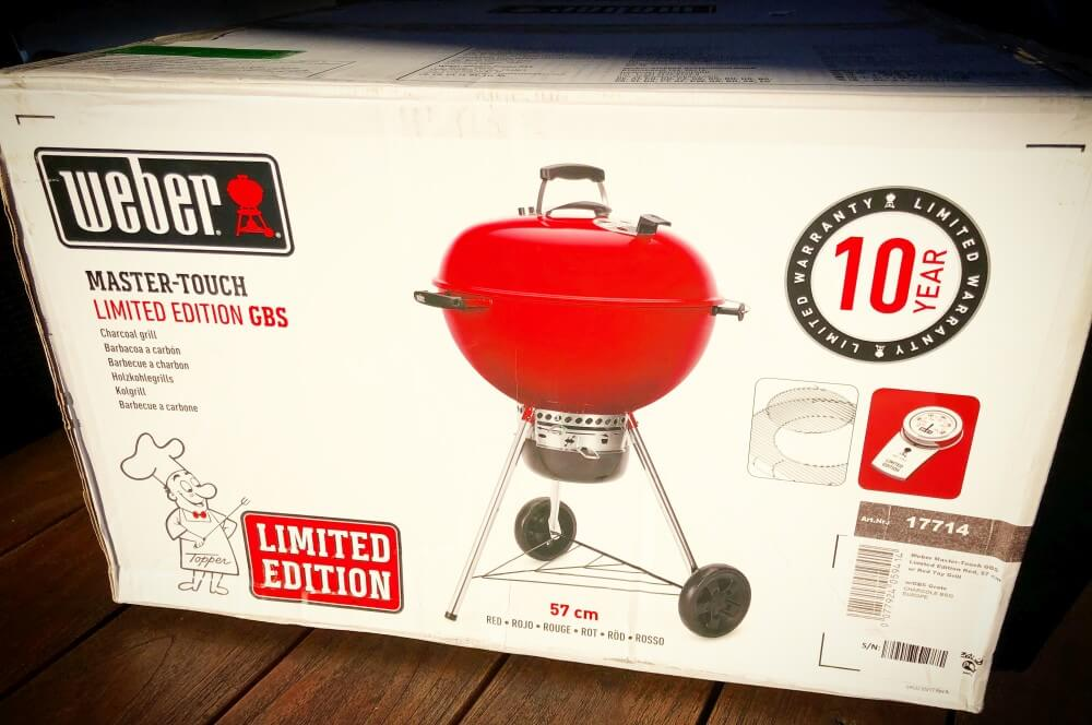 Roter Kugelgrill Weber weber master-touch gbs limited edition red-Weber Mastertouch GBS Limited Edition red 57cm 01-Ein Traum in rot: Weber Master-Touch GBS Limited Edition Red