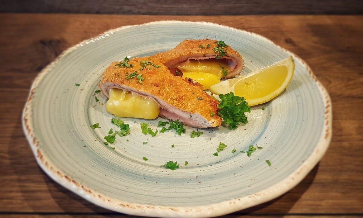 Gefülltes Schnitzel cordon bleu-Cordon Bleu gefuelltes Schnitzel mit Kaese und Schinken-Cordon Bleu – gefülltes Schnitzel mit Käse und Schinken