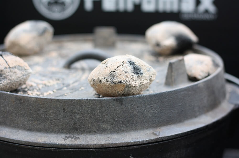 Kokoko Eggs auf Dutch Oven erbsensuppe aus dem dutch oven-Erbsensuppe aus dem Dutch Oven 03-Erbsensuppe aus dem Dutch Oven