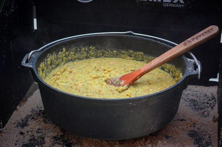 Erbsensuppe aus dem Dutch Oven