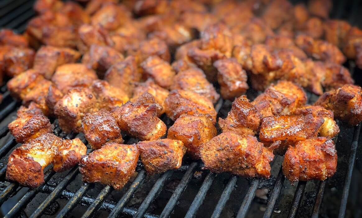 Sizzle Brothers Spareribs Vom Gasgrill : Pork belly burnt ends meat candy vom schweinebauch bbqpit