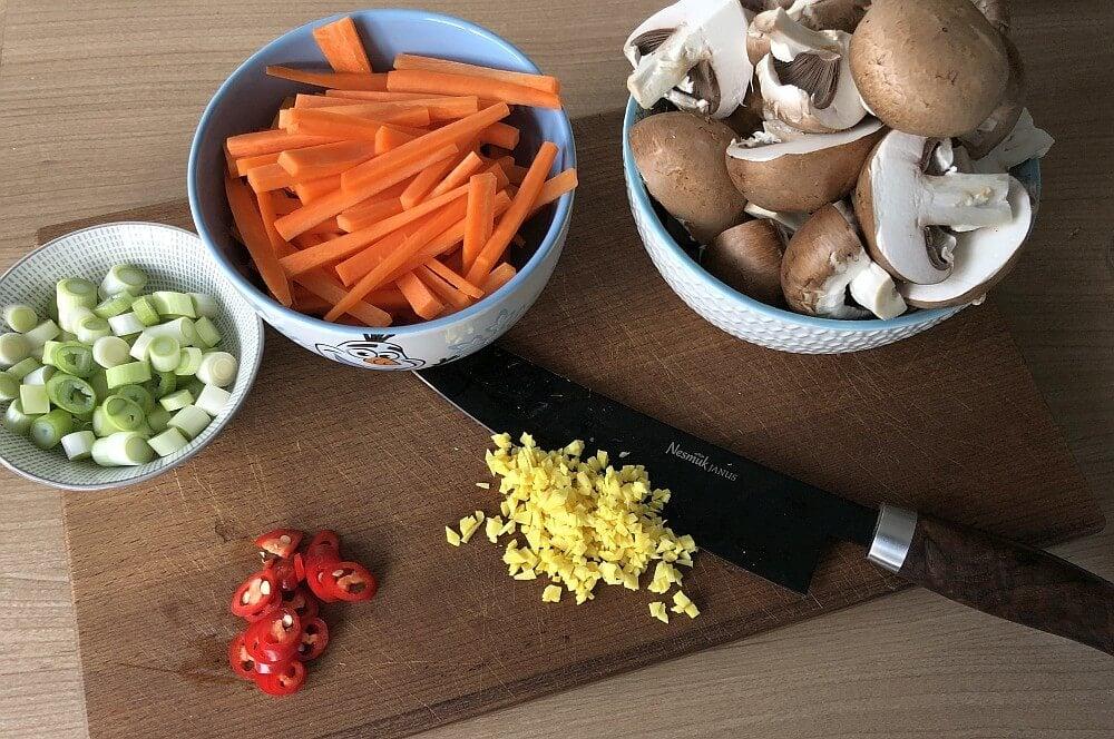 Gemüse schneiden chicken teriyaki-Chicken Teriyaki gebratenes Gemuese 03-Chicken Teriyaki auf gebratenem Gemüse
