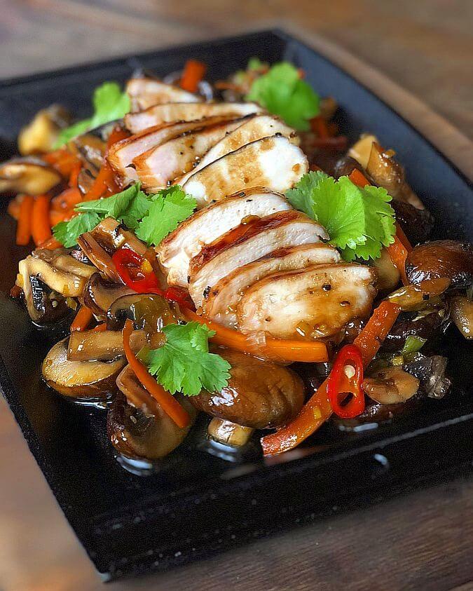Chicken Teriyaki chicken teriyaki-Chicken Teriyaki gebratenes Gemuese 06-Chicken Teriyaki auf gebratenem Gemüse