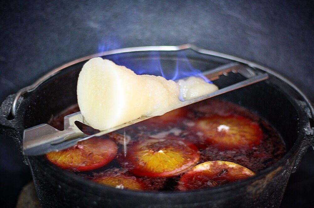 Feuerzangenbowle feuerzangenbowle-Feuerzangenbowle Rezept Feuerzange 02-Feuerzangenbowle – Rezept für das Kultgetränk