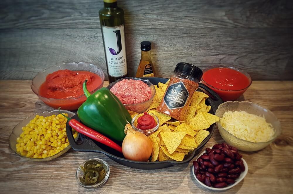 Alle Zutaten für den Nachoauflauf auf einen Blick nachoauflauf-Nachoauflauf Hackfleisch Kaese 01-Nachoauflauf mit Hackfleisch und Käse