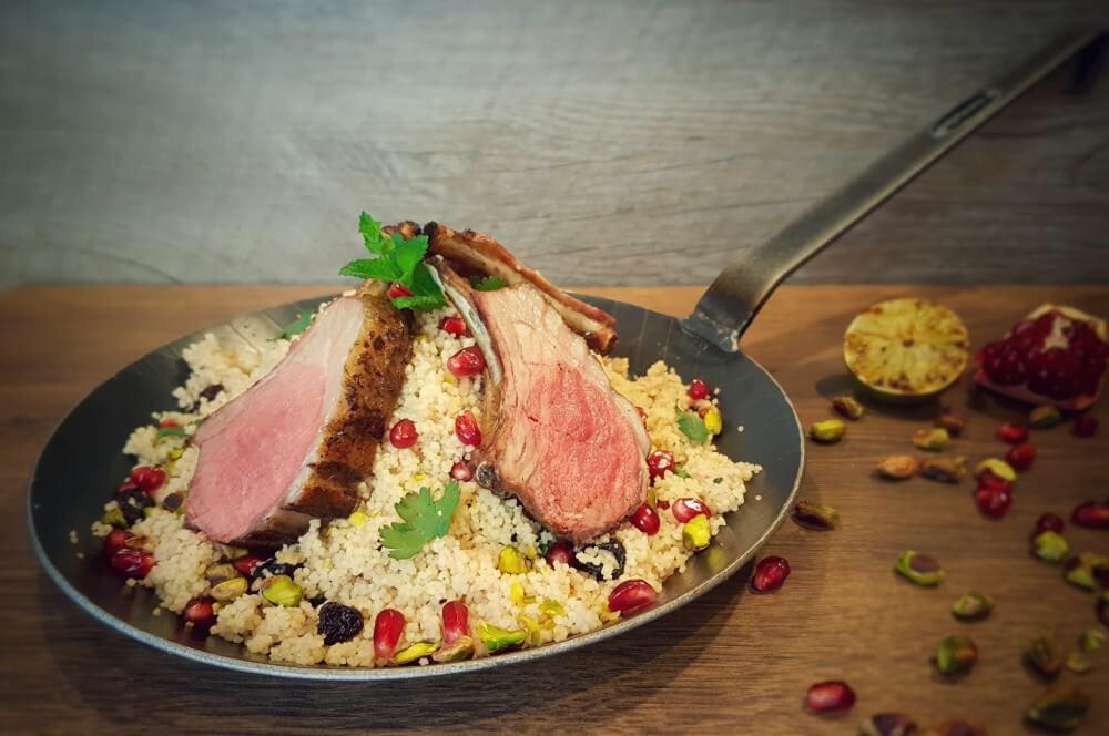 lammkrone-Lammkrone mit Granatapfel Couscous 04-Lammkrone vom Grill mit Granatapfel-Couscous
