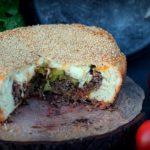 XXL Cheeseburger cheeseburger-kuchen-Cheesburger Kuchen 150x150-Cheeseburger-Kuchen mit Hackfleisch-Cheddar-Füllung