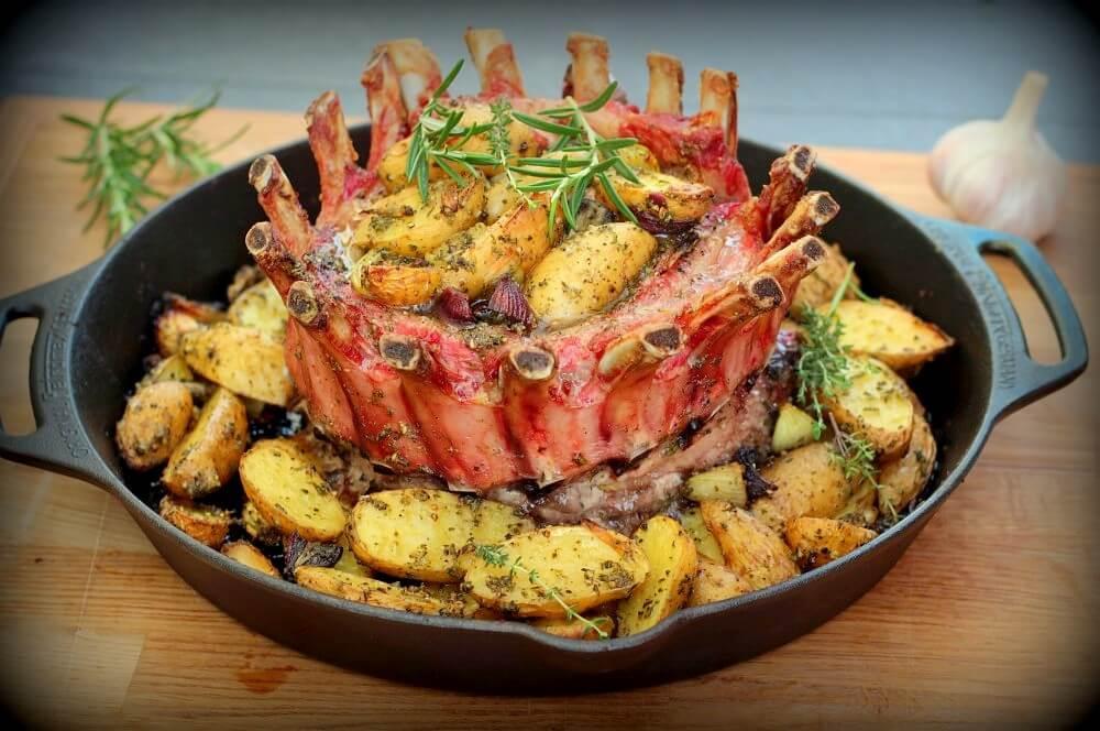 Iberico-Carree auf Kräuterkartoffeln kronenbraten-Kronenbraten Iberico Schweine Karree 06-Kronenbraten – Crown Roast vom Iberico-Schweinekarree