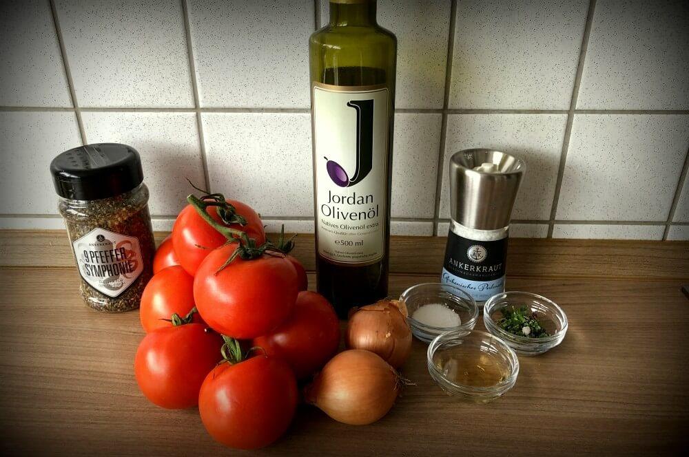Zutaten Tomatensalat tomatensalat-Tomatensalat 01-Tomatensalat mit Zwiebeln und italienischen Kräutern tomatensalat-Tomatensalat 01-Tomatensalat mit Zwiebeln und italienischen Kräutern
