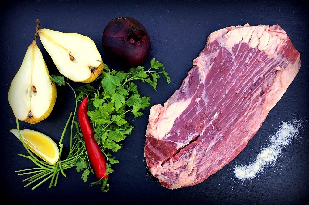 Alle Zutaten für das Flamm-Flank-Steak auf einen Blick flamm-flank-steak-Flamm Flank Steak Flammlachsbrett 01-Flamm-Flank-Steak mit Birnen-Salsa