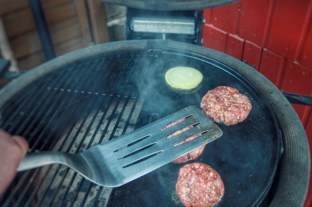 Smashing Burgers smashed burger-Smashed Burger 03-Smashed Burger – maximaler Geschmack durch maximale Röstaromen