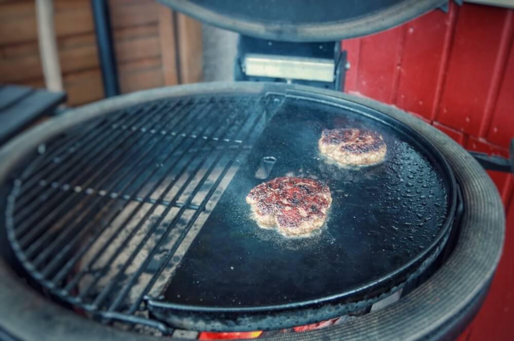 """Maximale Röstaromen durch das """"Smashen"""" smashed burger-Smashed Burger 04-Smashed Burger – maximaler Geschmack durch maximale Röstaromen"""