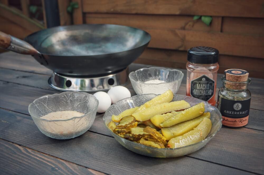 Alle Zutaten für Fried Pickles auf einen Blick fried pickles-Fried Pickles frittierte eingelegte Gurken 01-Fried Pickles – frittierte Gewürzgurken