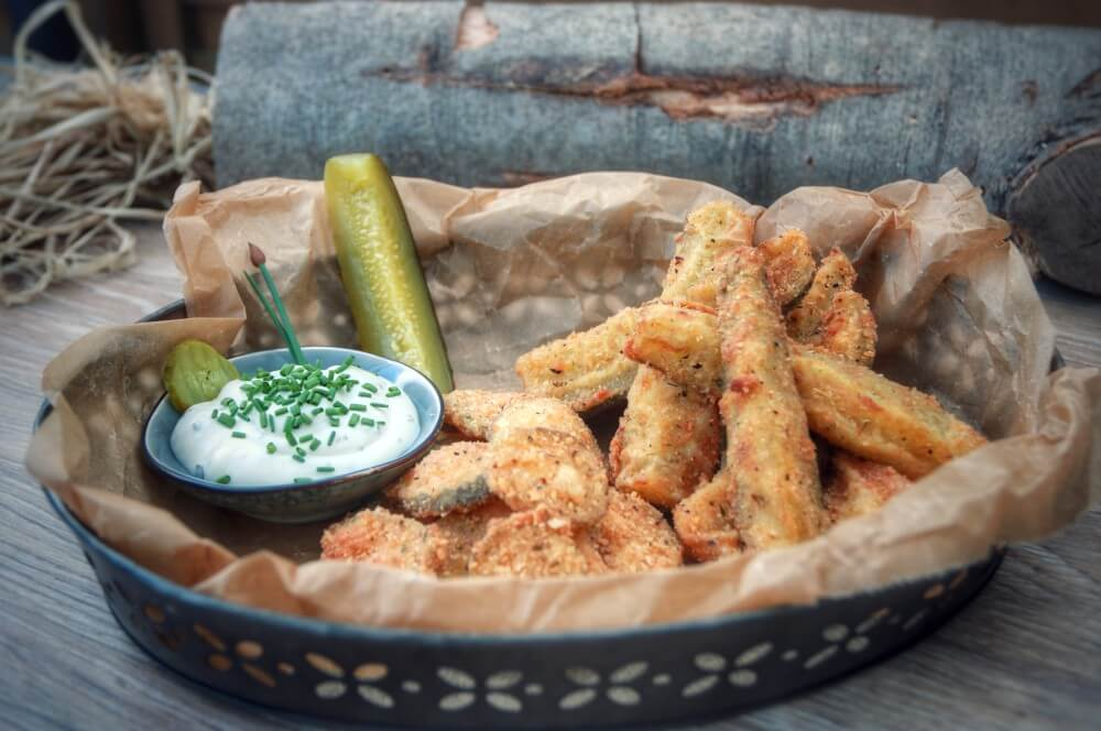 Fried Pickles mit Sour Cream Dip fried pickles-Fried Pickles frittierte eingelegte Gurken 04-Fried Pickles – frittierte Gewürzgurken fried pickles-Fried Pickles frittierte eingelegte Gurken 04-Fried Pickles – frittierte Gewürzgurken