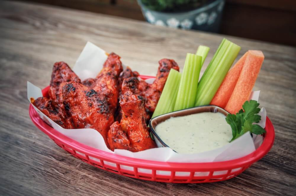 Buffalo Chicken Wings mit Blue Cheese Dip buffalo chicken wings-Buffalo Chicken Wings 07-Buffalo Chicken Wings – knusprige Hähnchenflügel im Buffalo-Style