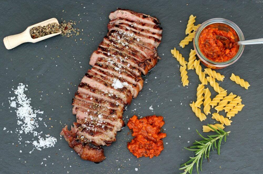 Black Angus Roastbeef-Steak mit Tomaten-Knoblauch-Sugo black angus roastbeef-Tomaten Knoblauch Sugo Black Angus Roastbeef 06-Black Angus Roastbeef-Steak mit Tomaten-Knoblauch-Sugo