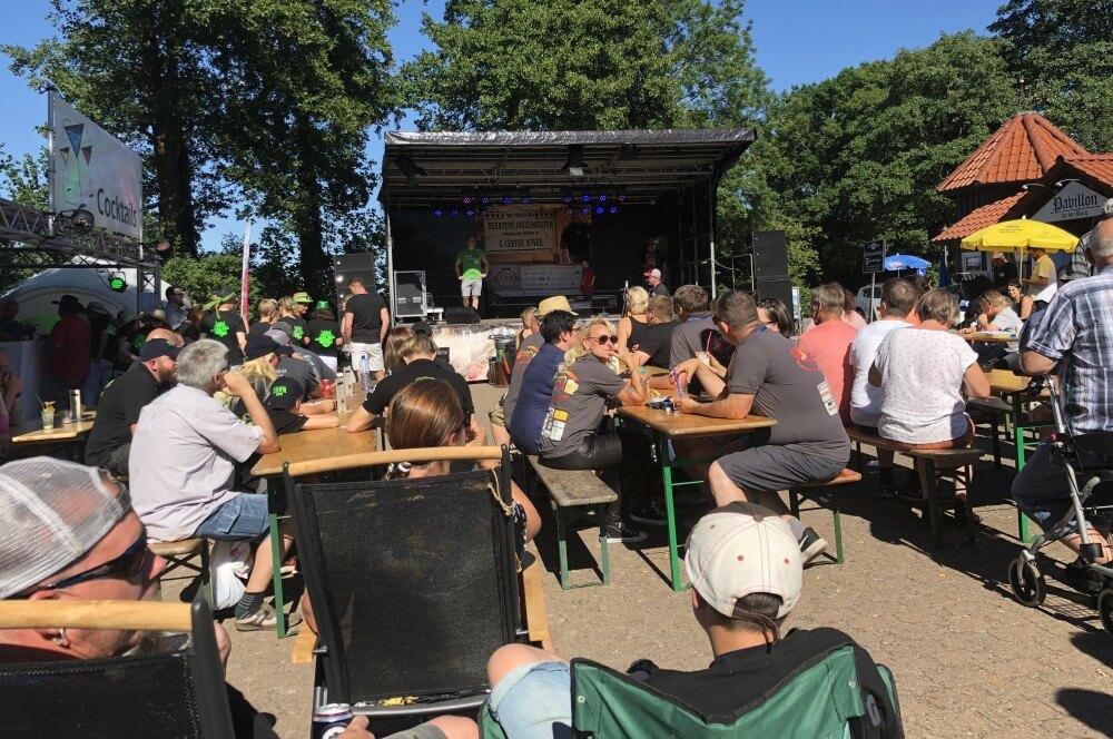 Die Siegerehrung beginnt bbq wiesel-BBQ Wiesel Triple BBQ an der Burg Bad Bederkesa 05-BBQ Wiesel holen das Triple beim BBQ an der Burg 2018