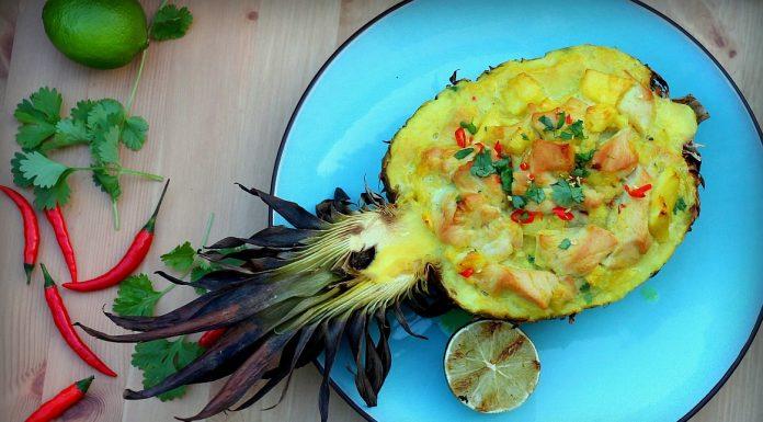 Gefüllte Ananas Hähnchen Curry