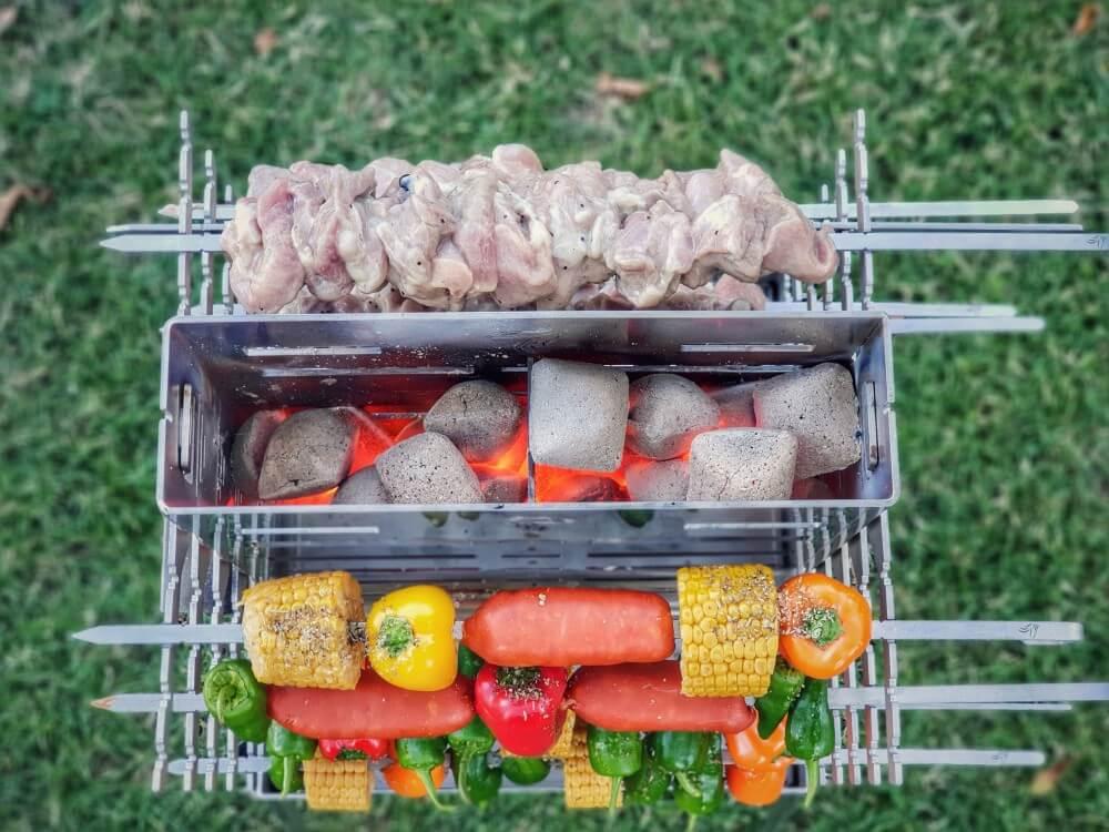 Schaschlik, Gemüse und Wurst wird gleichzeitig gegrillt drago grill-Drago Grill DG Grills Vertikalgrill 09-Drago Grill von DG-Grills im Test / Kickstarter-Kampagne