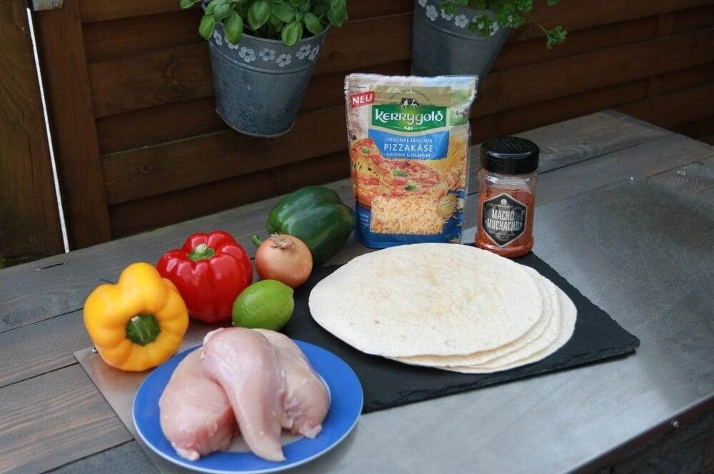 Zutaten Chicken-Quesadillas chicken-quesadillas-Chicken Quesadillas 01-Chicken-Quesadillas mit Paprika, Käse und Zwiebeln