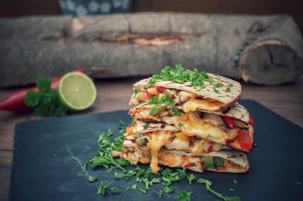 Hähnchen-Quesadillas chicken-quesadillas-Chicken Quesadillas 04-Chicken-Quesadillas mit Paprika, Käse und Zwiebeln