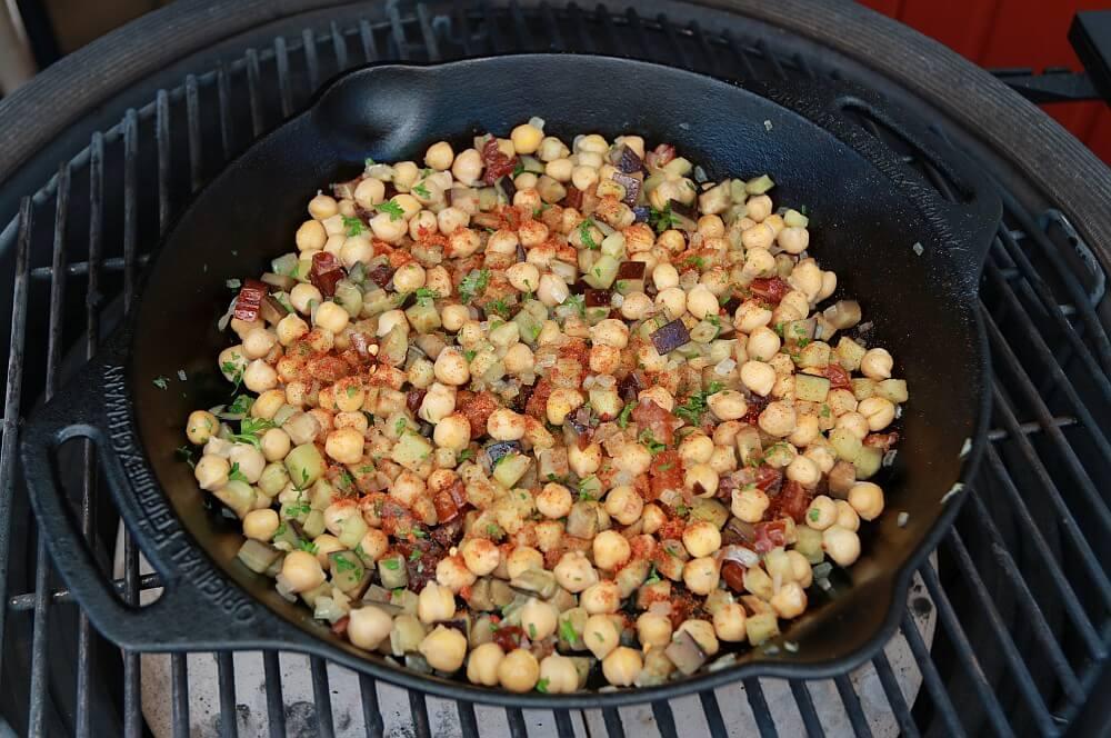 Die Füllung für die Süßkartoffeln wird vorbereitet gefüllte süßkartoffeln-Gefuellte Suesskartoffeln orientalisch 02-Gefüllte Süßkartoffeln orientalische Art