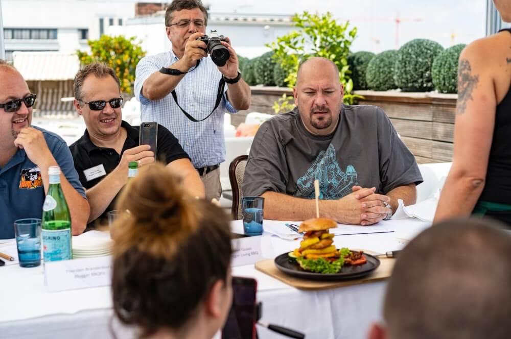 Mango Chicken Pineapple Burger kerrygold cheddar burger challenge-Kerrygold Cheddar Burger Challenge 2018 01-Kerrygold Cheddar Burger Challenge – Das Finale in Hamburg