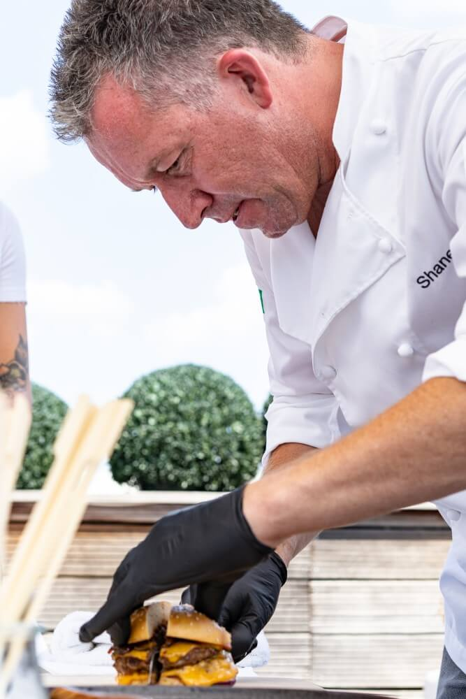 Shane McMahon kerrygold cheddar burger challenge-Kerrygold Cheddar Burger Challenge 2018 12-Kerrygold Cheddar Burger Challenge – Das Finale in Hamburg