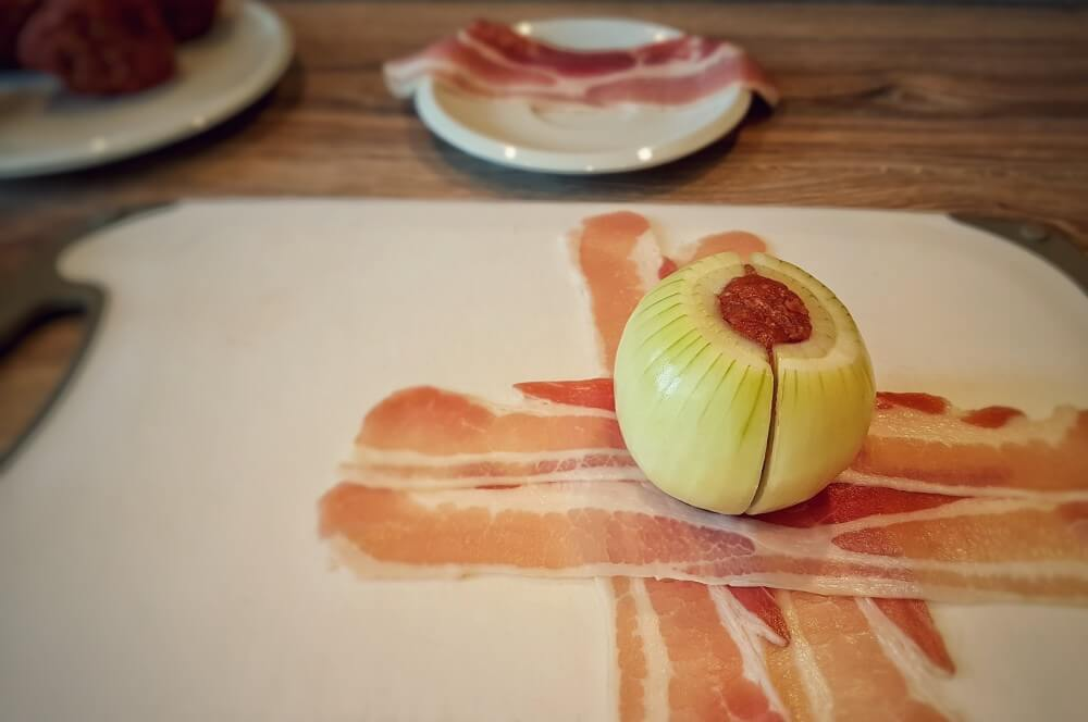 Hackfleisch im Zwiebelmantel onion moinkballs-Onion Moinkballs 04-Onion Moinkballs – Hackbällchen im Zwiebel-Speckmantel
