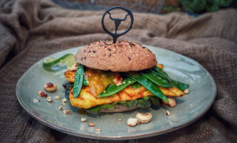 Ananas-Mango-Chickenburger – der fruchtig-würzige Hähnchenburger