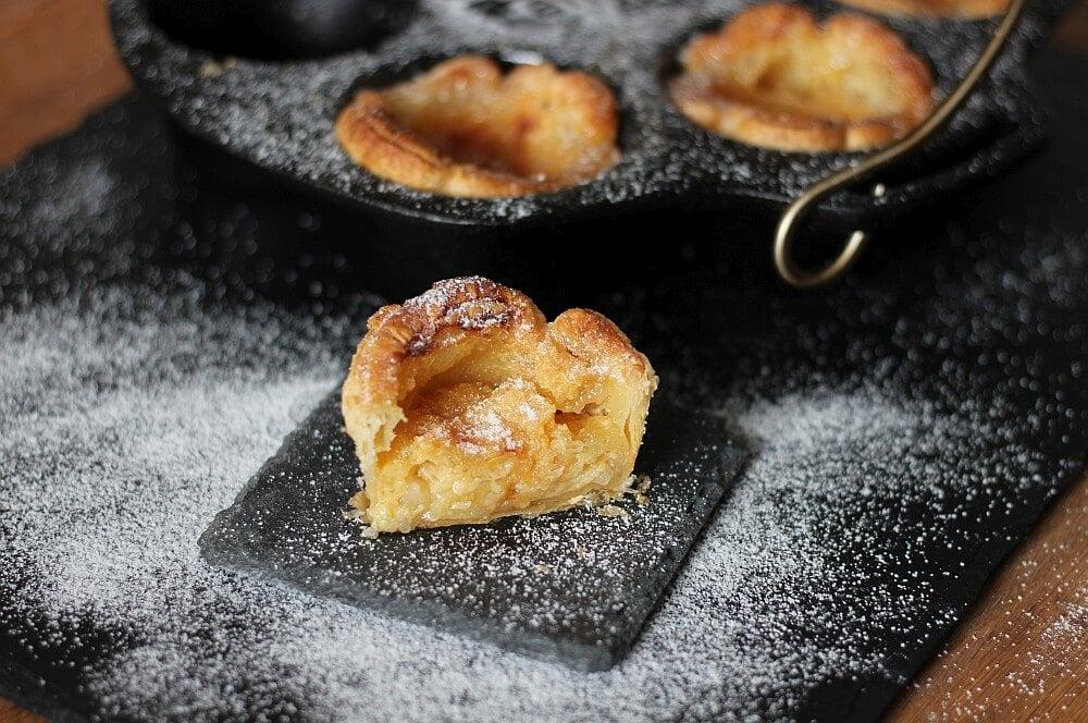Pastéis de Nata mit Puderzucker pastéis de nata-Pasteis de Nata portugiesische Puddingtoertchen 05-Pastéis de Nata – portugiesische Puddingtörtchen