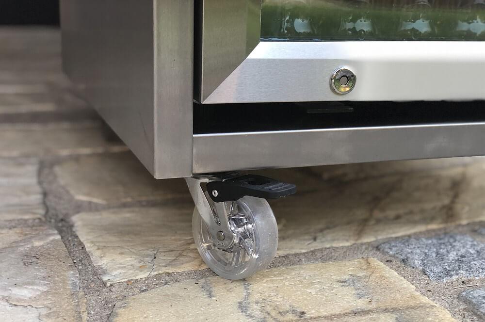 Hochwertige Rollen sorgen für Mobilität outdoor-kühlschrank-Caso BBQ Cooler Counter Cool Outdoor Kuehlschrank 03-Outdoor-Kühlschrank  – der CASO Barbecue Cooler Counter & Cool