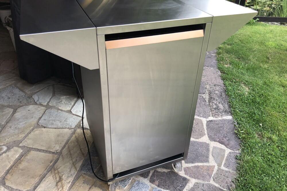 Die Rückwand des CASO Counter & Cool ist komplett verkleidet outdoor-kühlschrank-Caso BBQ Cooler Counter Cool Outdoor Kuehlschrank 05-Outdoor-Kühlschrank  – der CASO Barbecue Cooler Counter & Cool