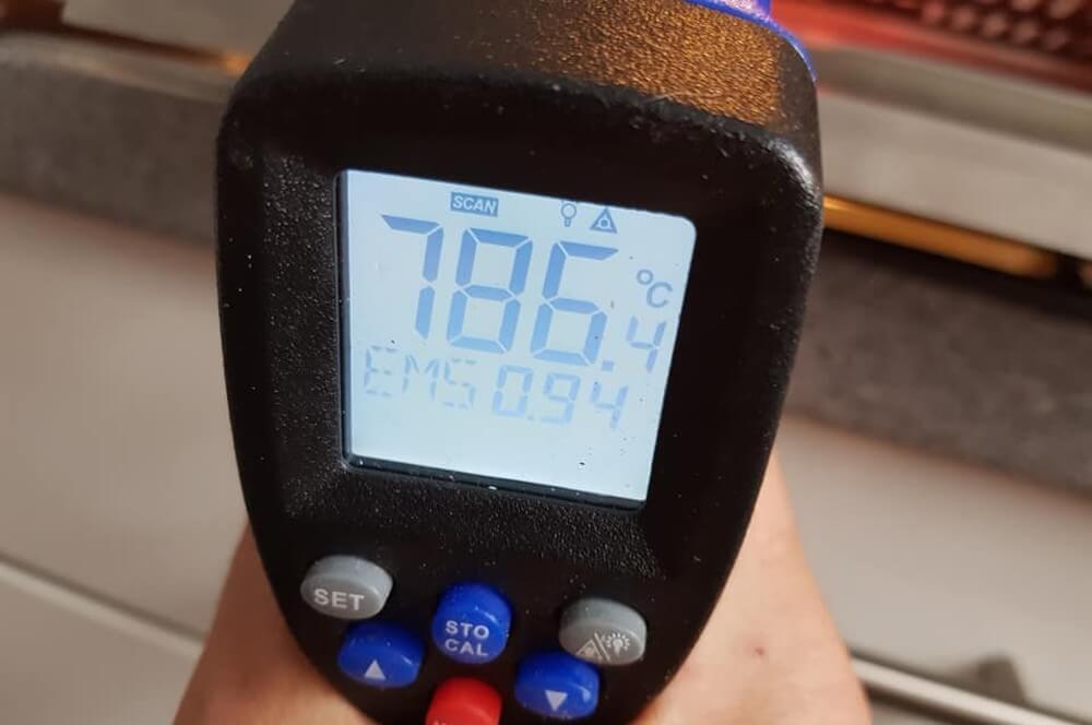 "786°C Oberhitze liegen nach 5 Minuten ""Power Boost"" an elektro o.f.b.-Ottos Elektro OFB Over Fired Broiler Otto Wilde Grillers 17-Elektro O.F.B. im Test – 800°C Oberhitze aus der Steckdose"